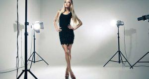 Modelka w studio fotograficznym